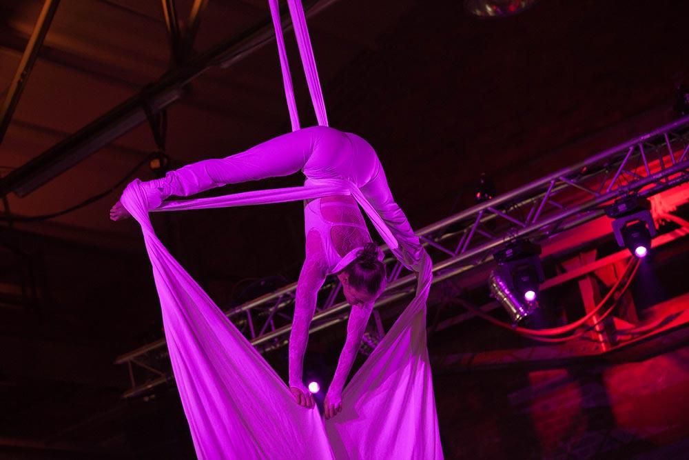 Akrobatik in der Classic Hall – Sammlerstücke Moers