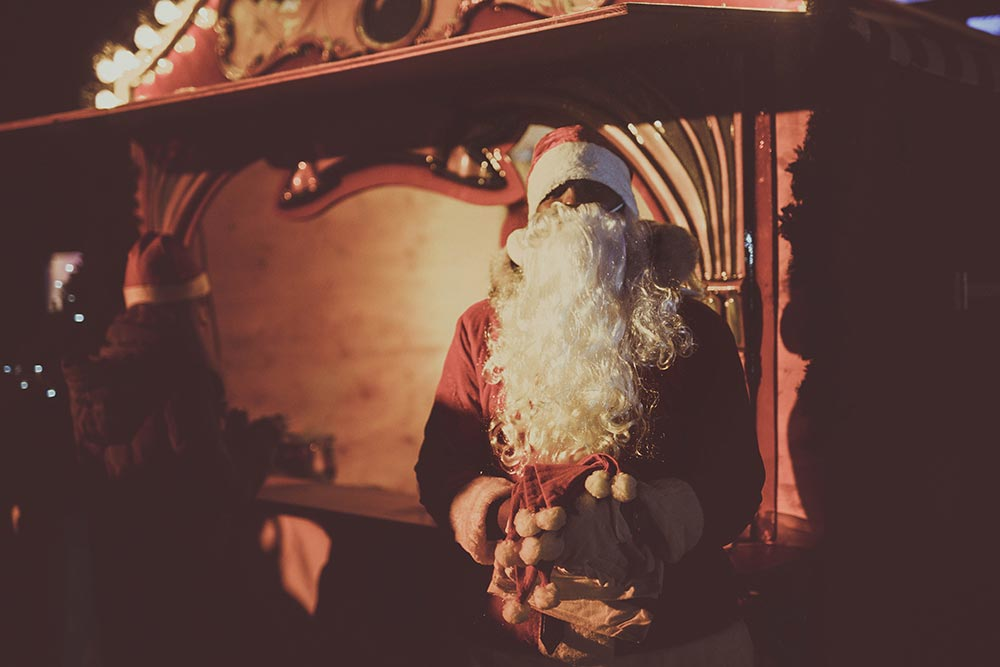 Weihnachtsmann bei Weihnachtsfeier – Sammlerstücke Eventlocation Moers